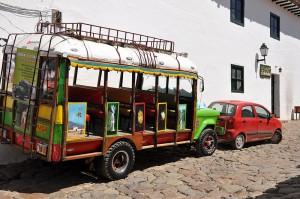800px-Bus_chiva_tradicional